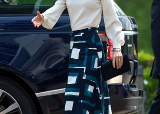 kate middleton blouse skirt