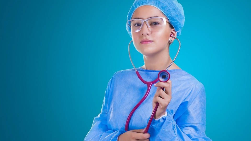 8 Essential Style Tips for Busy Nurses